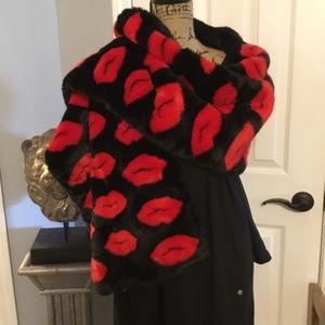 VS Lips Kiss Faux Fur Wrap Scarf Shawl Blanket